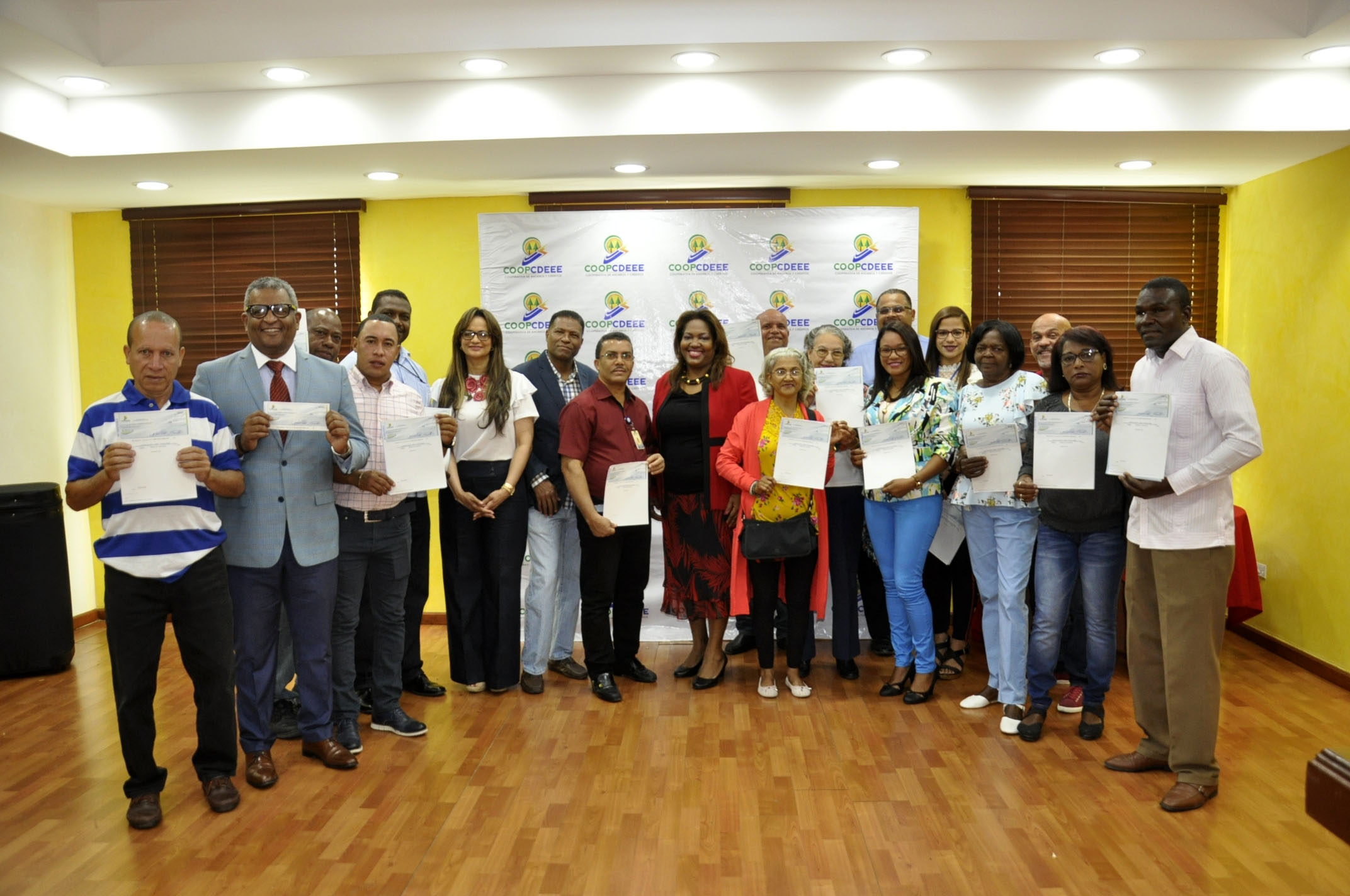 EGEHID entrega 20 premios a colaboradores ganadores del sorteo por el sexto Aniversario de la COOPCDEEE