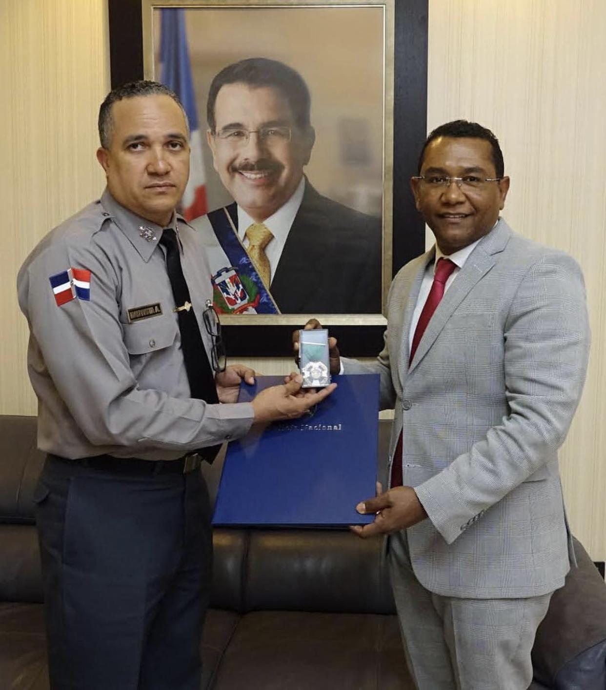 EGEHID y otras personalidades son reconocidos con la    Orden del mérito policial