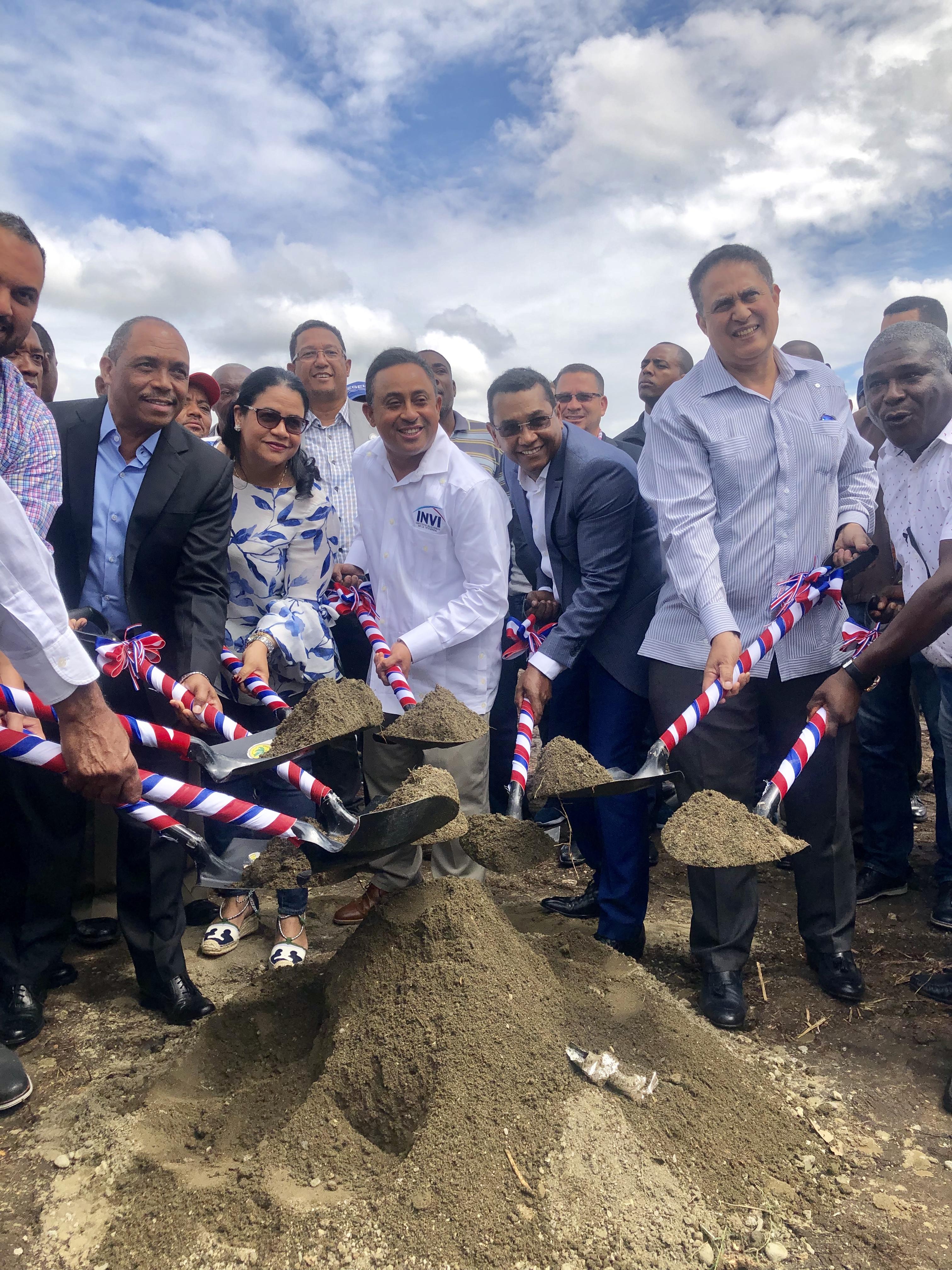 EGEHID y el INVI dan primer palazo para construir 80 apartamentos en Yaguate