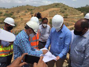Administrador de EGEHID supervisa construcción presa de Guayubín, que irrigará 5,000 hectáreas