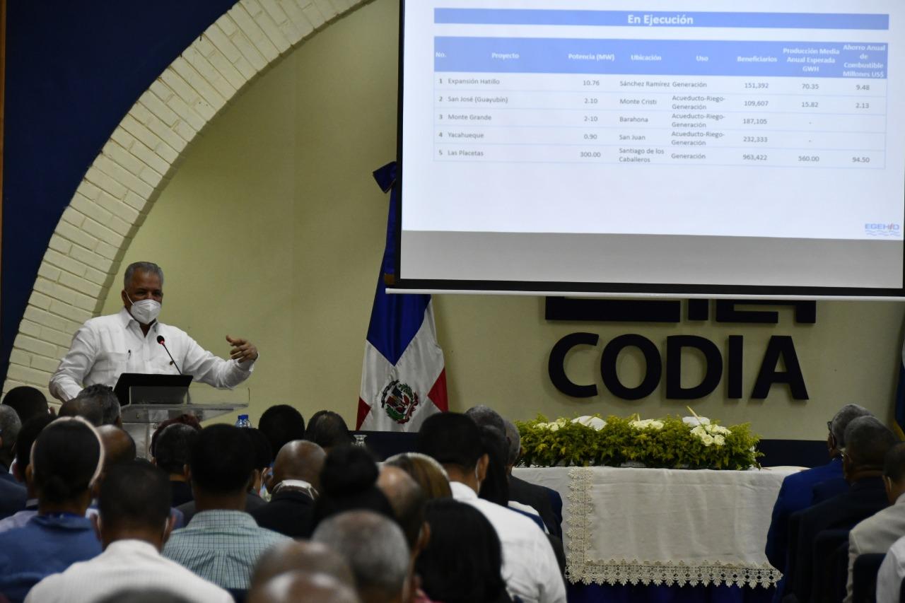 Administrador de EGEHID expone ante miembros del CODIA los proyectos de expansión y diversificación energética