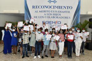 EGEHID reconoce el mérito estudiantil de 54 hijos de colaboradores de la empresa