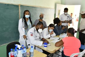 EGEHID atiende a cientos de personas durante jornada médica en El Yaque, de San Juan